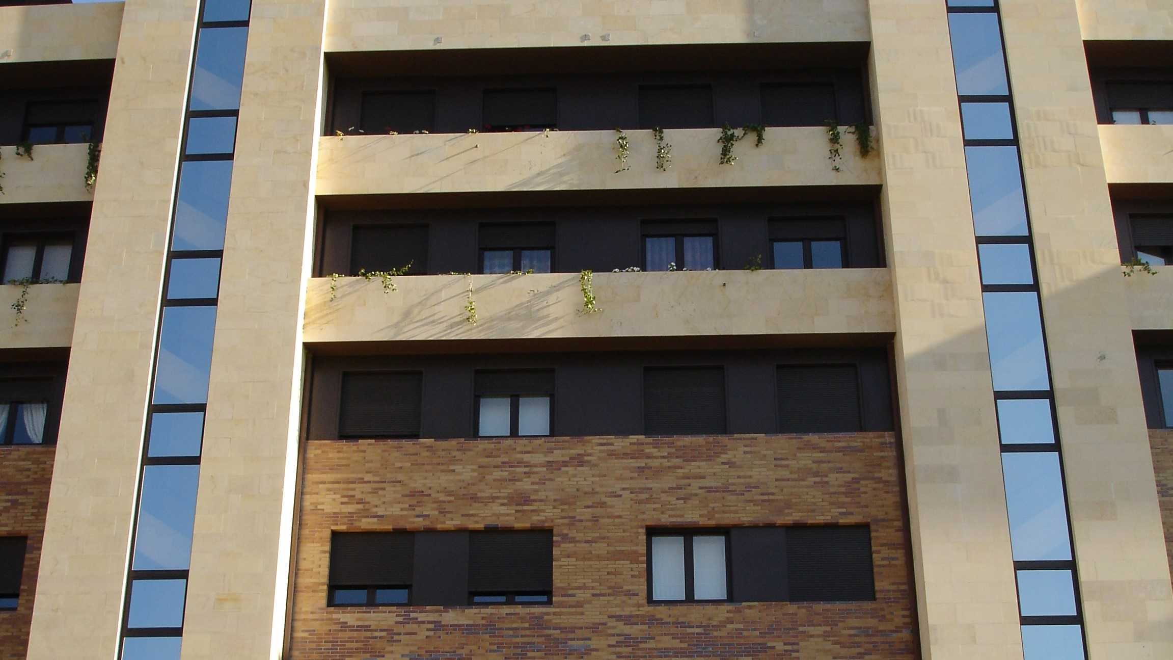 jardines del aramo fachada