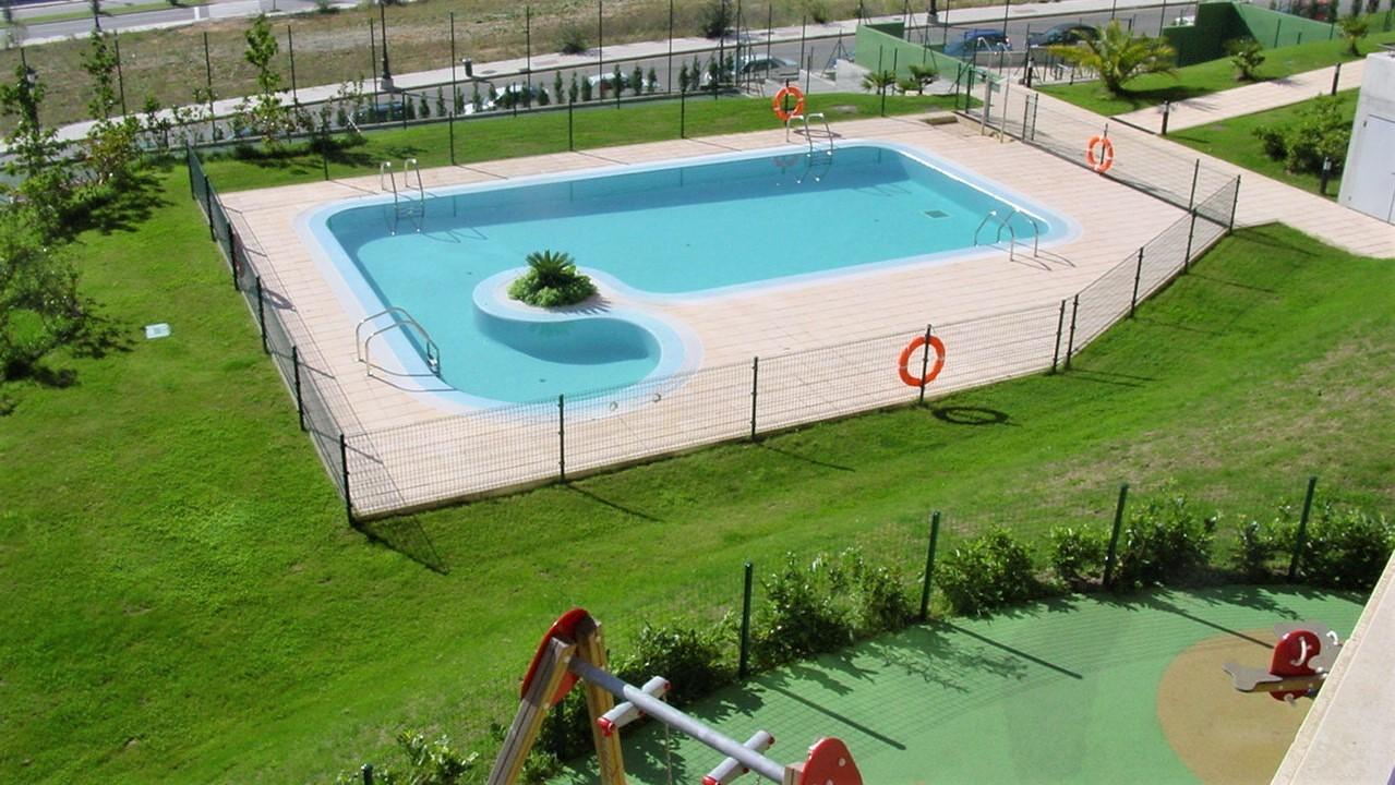 jardines del aramo piscina